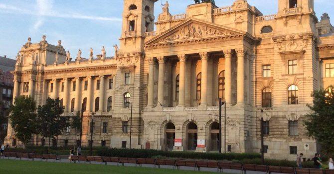 La Pas Prin Budapesta